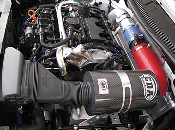 Il BMC CDA installato nel vano motore di una Seat Leon Cupra da competizione.