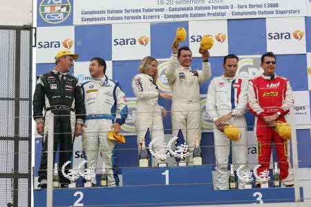 I piloti vittoriosi sul podio