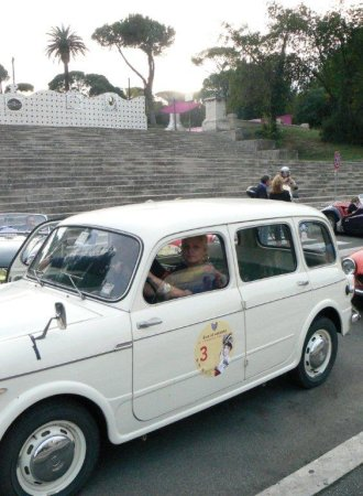 La vincitrice Antonia Carlini sulla sua Fiat 110/103 familiare