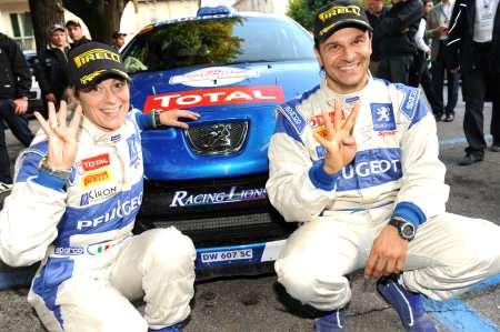 Andreucci e Andreussi con la loro vittoriosa Peugeot 207