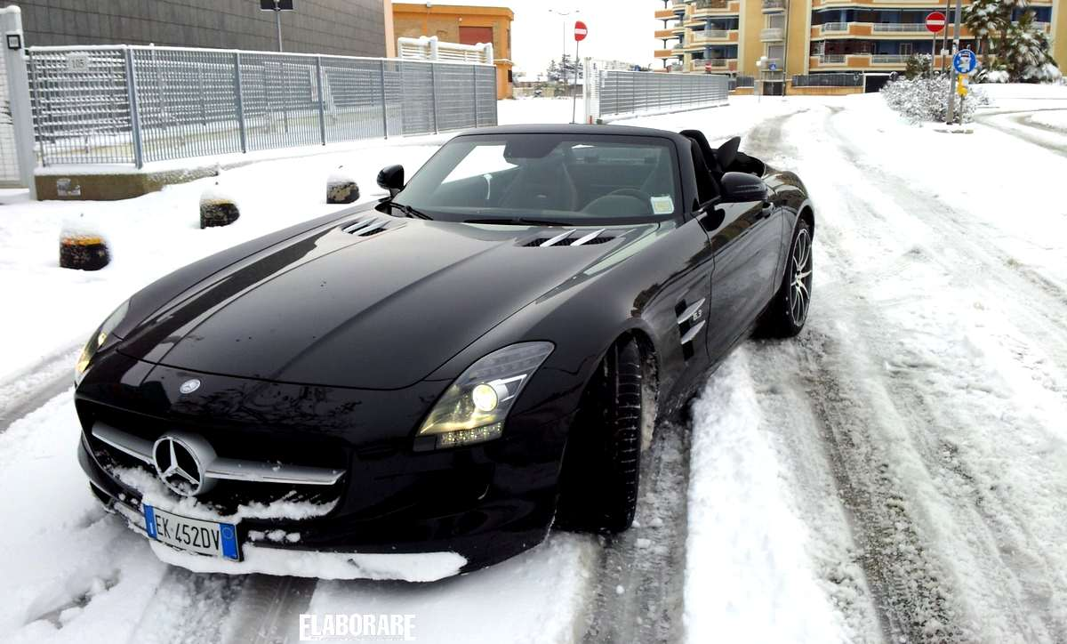 Photo of SLS AMG Mercedes 6.3 il rombo del V8
