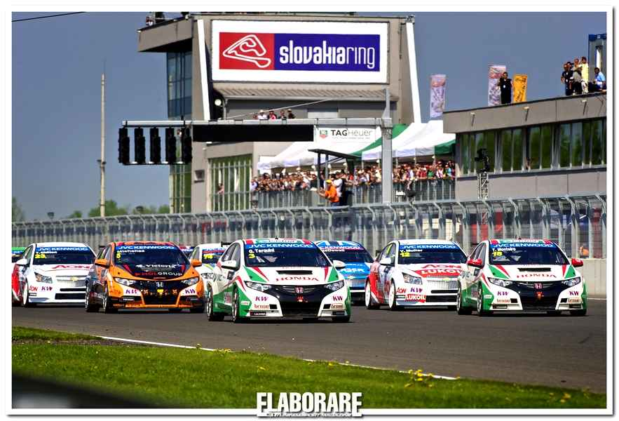 Photo of Honda Civic fa piazza pulita nel WTCC