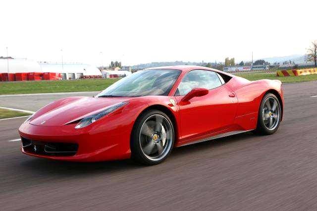 Photo of Una Ferrari che sfida un aereo…[video]