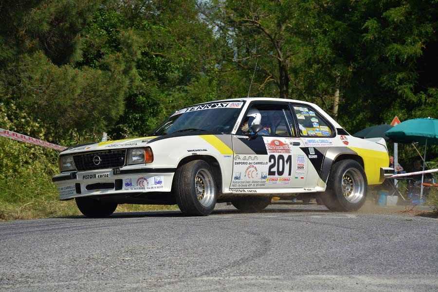 Photo of La Opel Ascona 400 di Walter Rohrl le suona ancora…