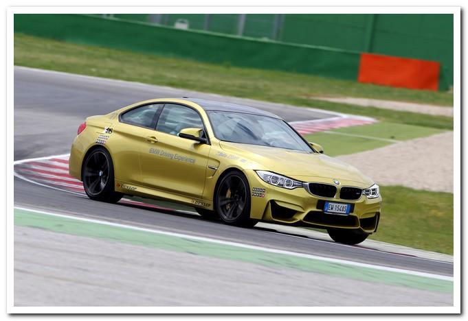 Photo of BMW corsi guida sicura con Siegfried Stohr