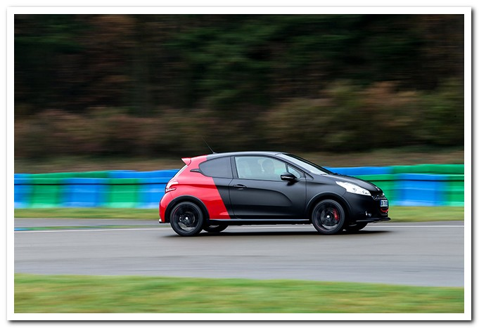 Photo of Peugeot 208 GTI 30TH test in pista