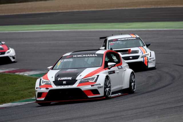 Photo of Seat Leon Cup Racer 330 CV racing test Mugello