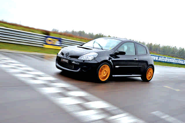 Photo of Renault Clio RS 2.0 test in pista Modena