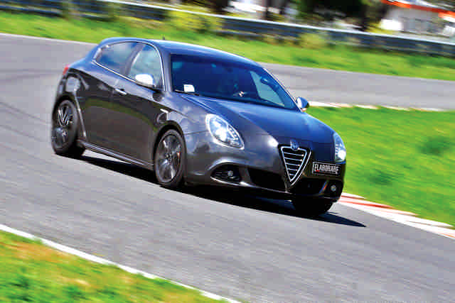 Photo of Alfa Romeo Giulietta 2.0 test in pista Isam
