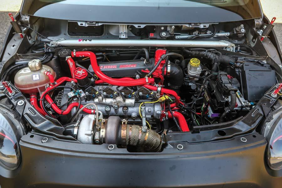 Motore Alfa Romeo 4C su Abarth 695 Biposto elaborata 320 CV con preparazione Old School Garage